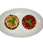 Tartaleta de banana y tartaleta de fresas